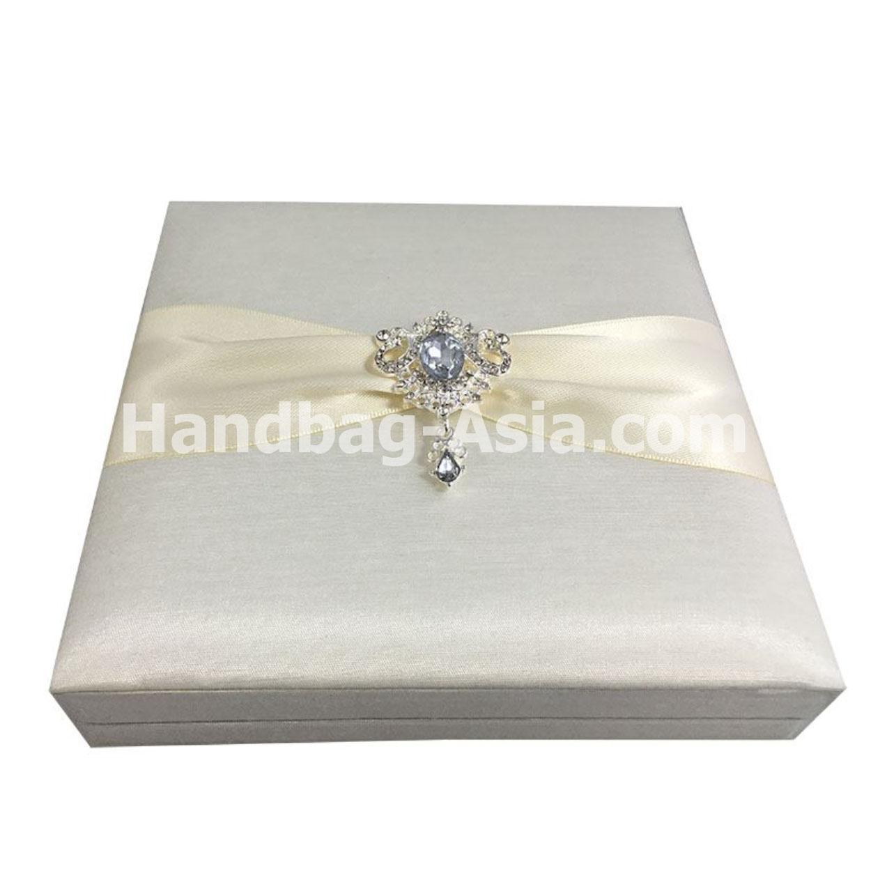Luxury Boxed Wedding Invites With Rhinestone Brooch Embellishment ...
