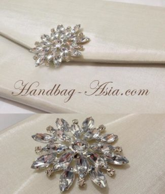 luxury wedding envelope with brooch