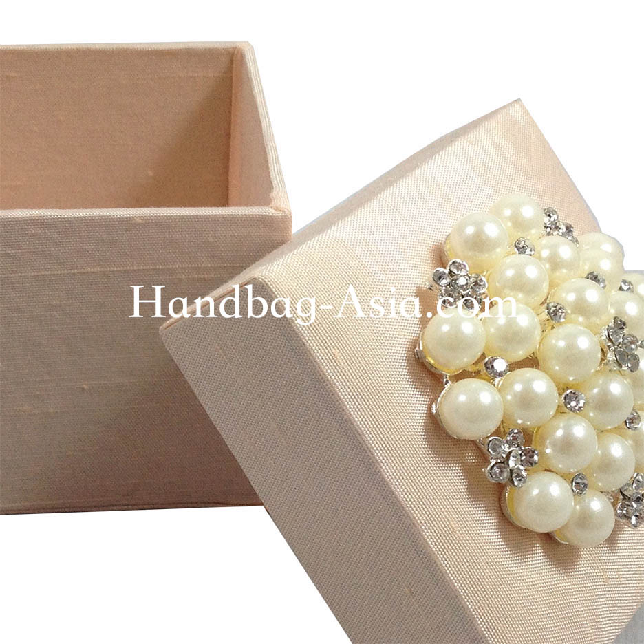 Dupioni Silk Wedding Favor Box With Pearl Brooch Embellishment