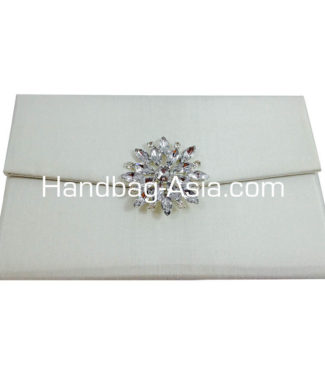 uxurious Ivory Silk Wedding Envelope