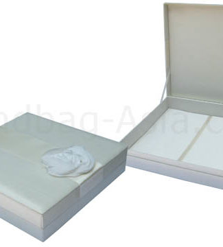 Embellished wedding invitation box with flower