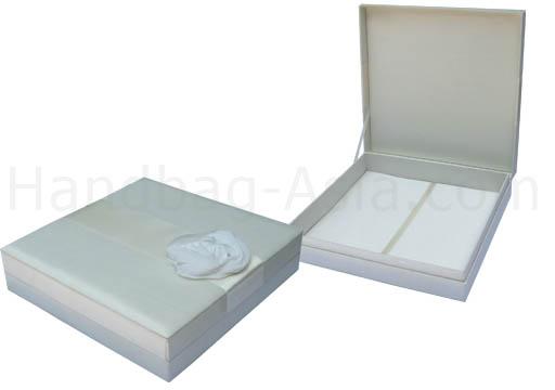 Embellished wedding invitation box with flower