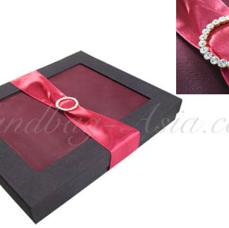 Wedding gift box embellished with crystal buckle
