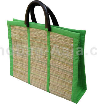 Big reed bag with wooden handle