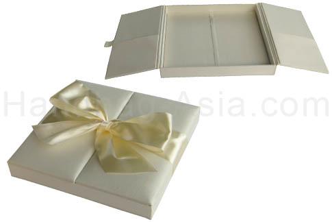 bow embellished ivory wedding box with silk