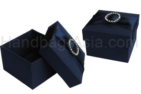 wedding favor box with buckle