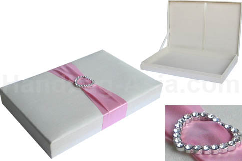 Heart buckle wedding box