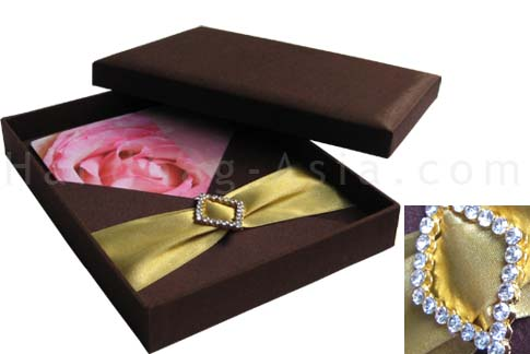 Embellished brown wedding box with removable pad