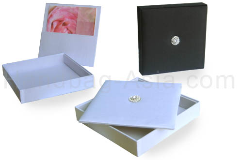 Luxury wedding boxes with lid and crystal brooch in black and white