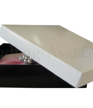Mailing box in black and white paper
