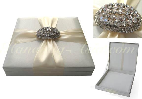 Wedding invitation box in ivory