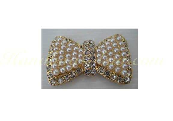 Pearl crystal bow brooch