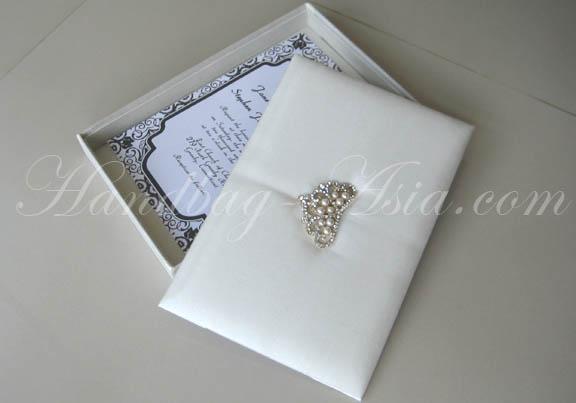 Ivory Wedding Invitation Boxes & Silver Crown Brooch - Handbag-Asia ...