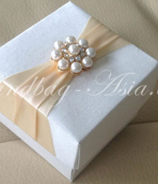 pearl wedding favor box