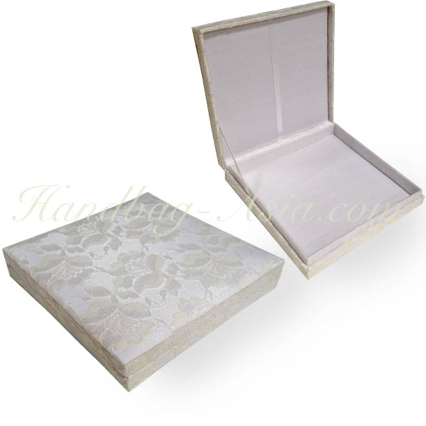 White Hinged Lid Lace Invitation Box For Wedding Cards Handbag – Luxury Wedding Invitations in Boxes