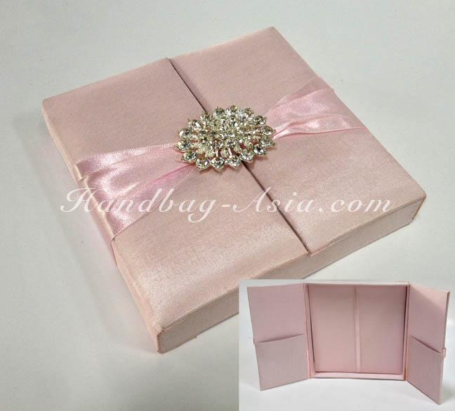 Box Wedding Invitations: Soft Pink Wedding Invitation Box With Large Rhinestone