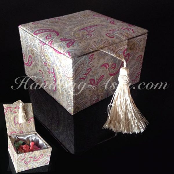 luxury cotton gift box with tassel
