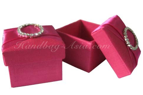 silk favor box with crystal buckle