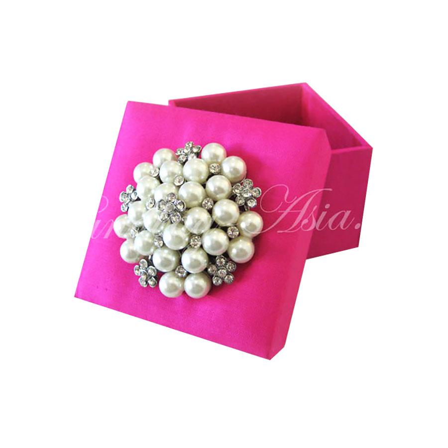 Pink Silk Favor Box With Large Pearl Brooch - Handbag-Asia.com ...