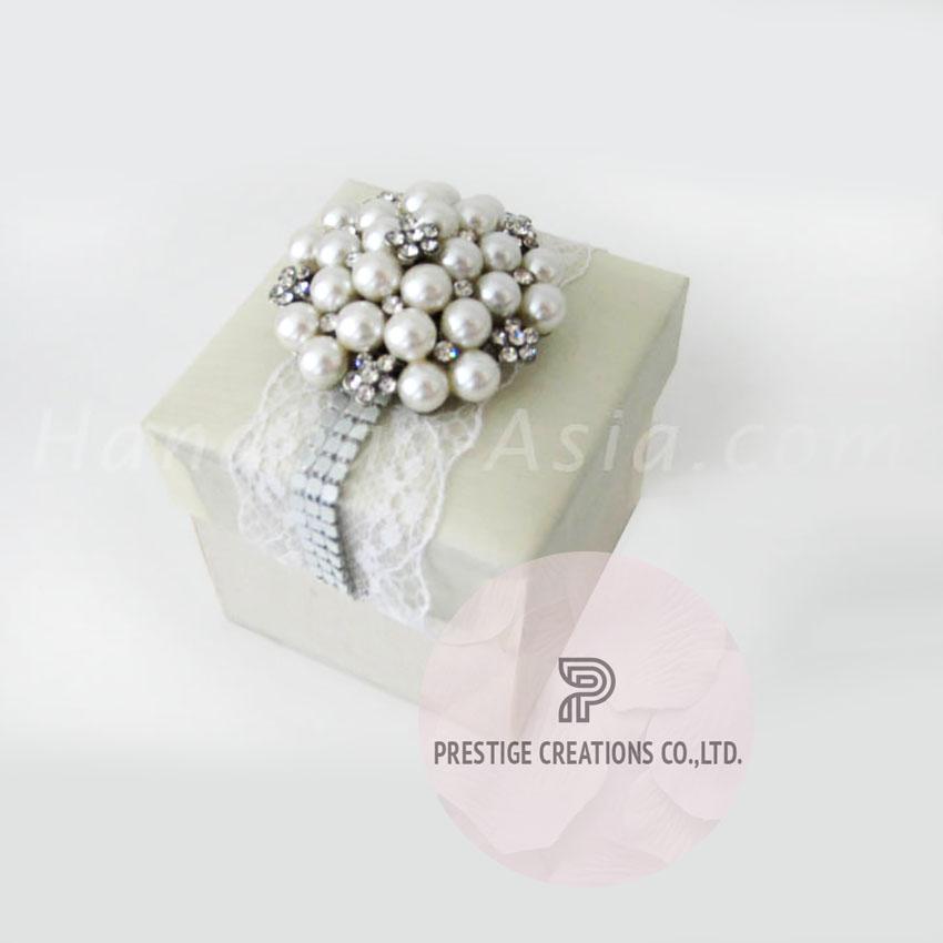 Luxury Wedding Favour Box With Pearl Brooch Handbag Asia