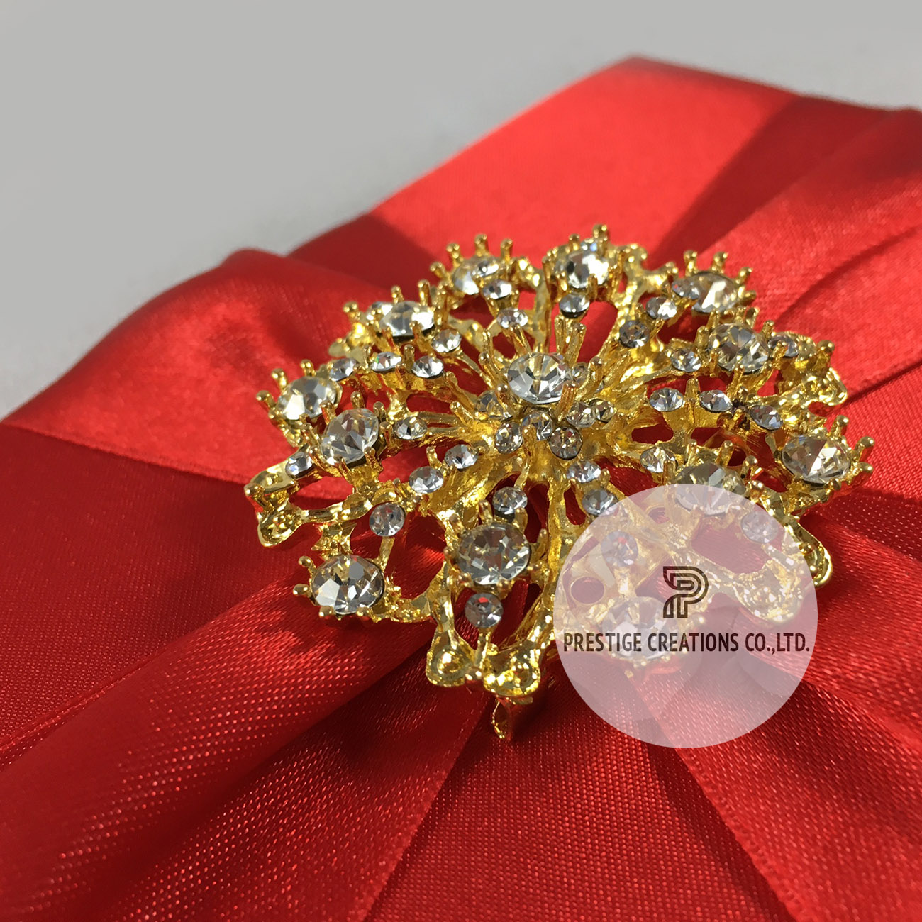 Luxury Red Pocket Fold Silk Wedding Invitation With Large Golden Brooch