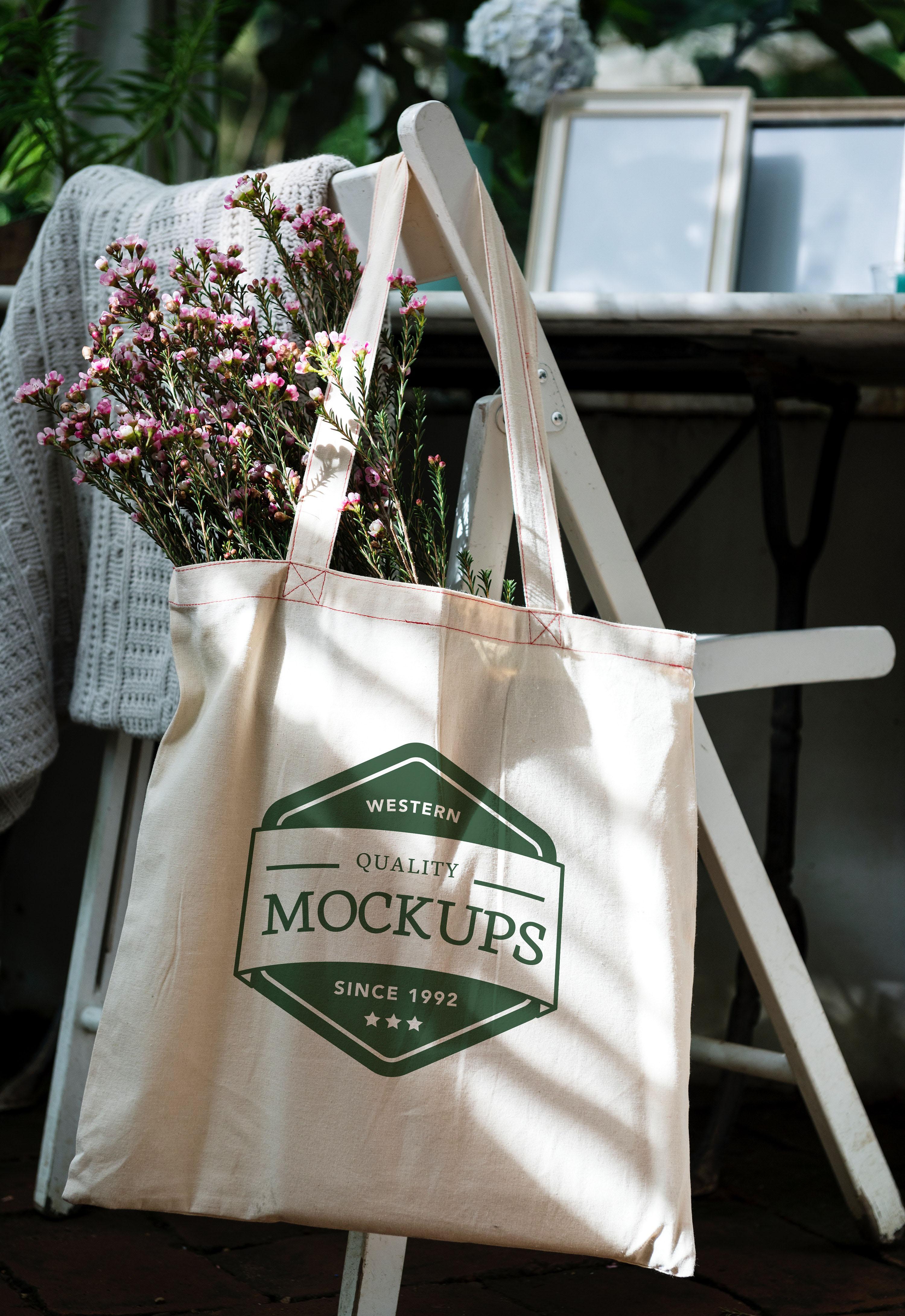 Cotton shopping bag example with green silk screen print