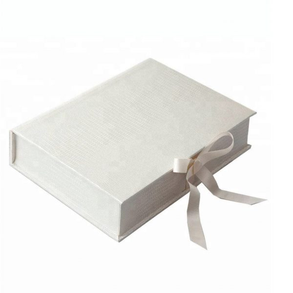 Plain leatherette box