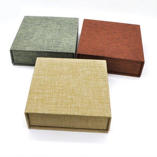 Magnetic closure linen box