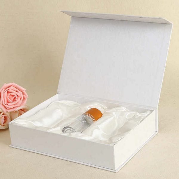 White paper gift packaging box